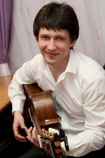 Гитарист Михаил Оленченко. Калуга 30 апреля 2015 год. Фото Ольги Поповой.