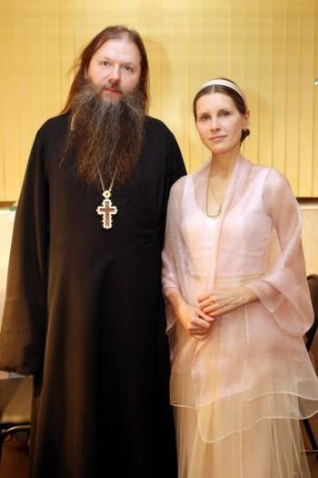 16 ноября 2014 года. С протоиереем Артемием Владимировым на совместном концерте в Москве.