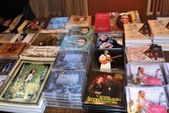 Диски, книги, календари, которые продаются на концертах Светланы Копыловой